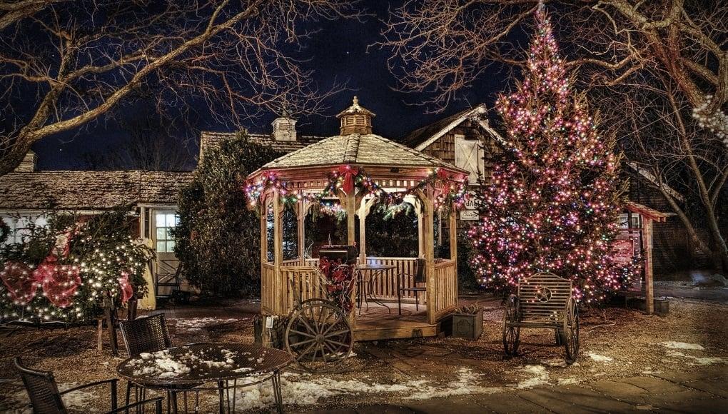 χριστουγεννιάτικη διακόσμηση εξωτερικών χώρων κήπος βεράντα
