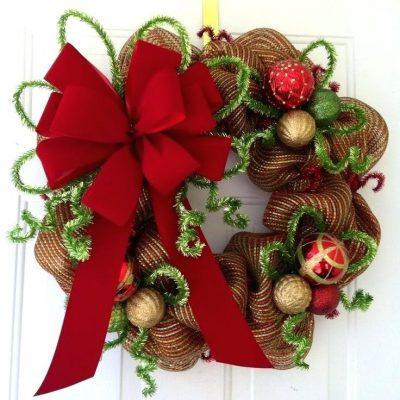 χριστουγεννιατικο στεφανι κορδελες και υφασματα