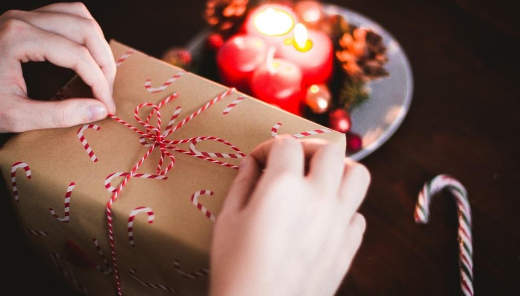 Χριστουγεννιάτικο αμπαλάζ δώρων Πως τυλίγω ένα δώρο
