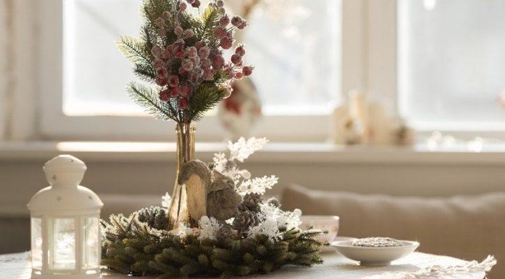 Χριστουγεννιάτικη διακόσμηση τραπεζιού σαλονιού