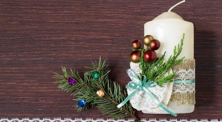 Χριστουγεννιάτικο κερί με λινάτσα και κλαδί πεύκου