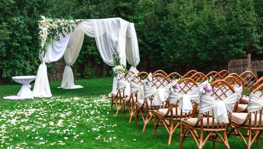 στολισμός καρέκλας γάμου
