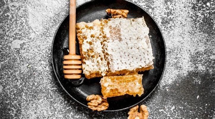 Το γλυκό της πεθεράς Μέλι με καρύδια