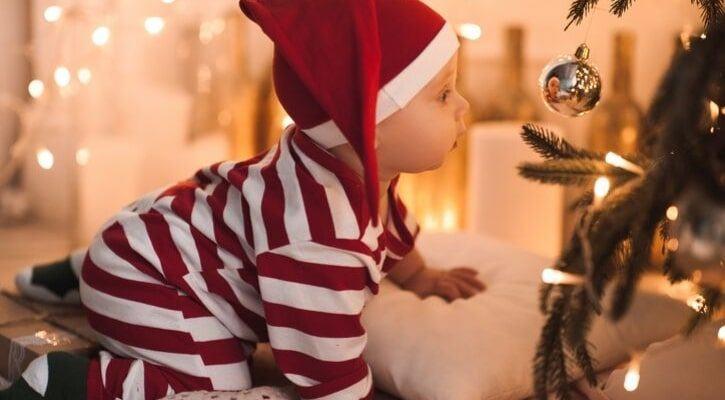 Ασφαλής χριστουγεννιάτικη διακόσμηση για το μωρό