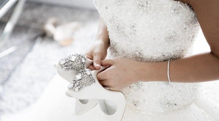 Τα ονόματα στις σόλες των παπουτσιών της νύφης