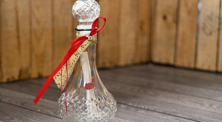 DIY κατασκευές για τον Άγιο Βαλεντίνο Ρομαντικό μπουκάλι με λόγια αγάπης