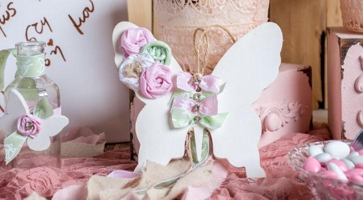Μπομπονιέρες βάπτισης με ξύλινο διακοσμητικό πεταλούδα